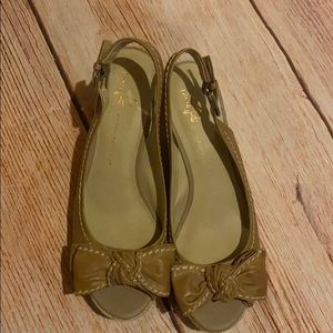 Franco Sarto wedge sandals with bow size 8.5M